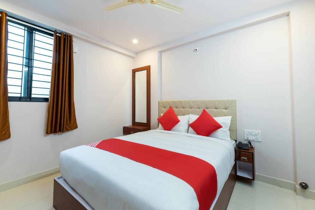 A bed or beds in a room at OYO 68624 Sm Suits