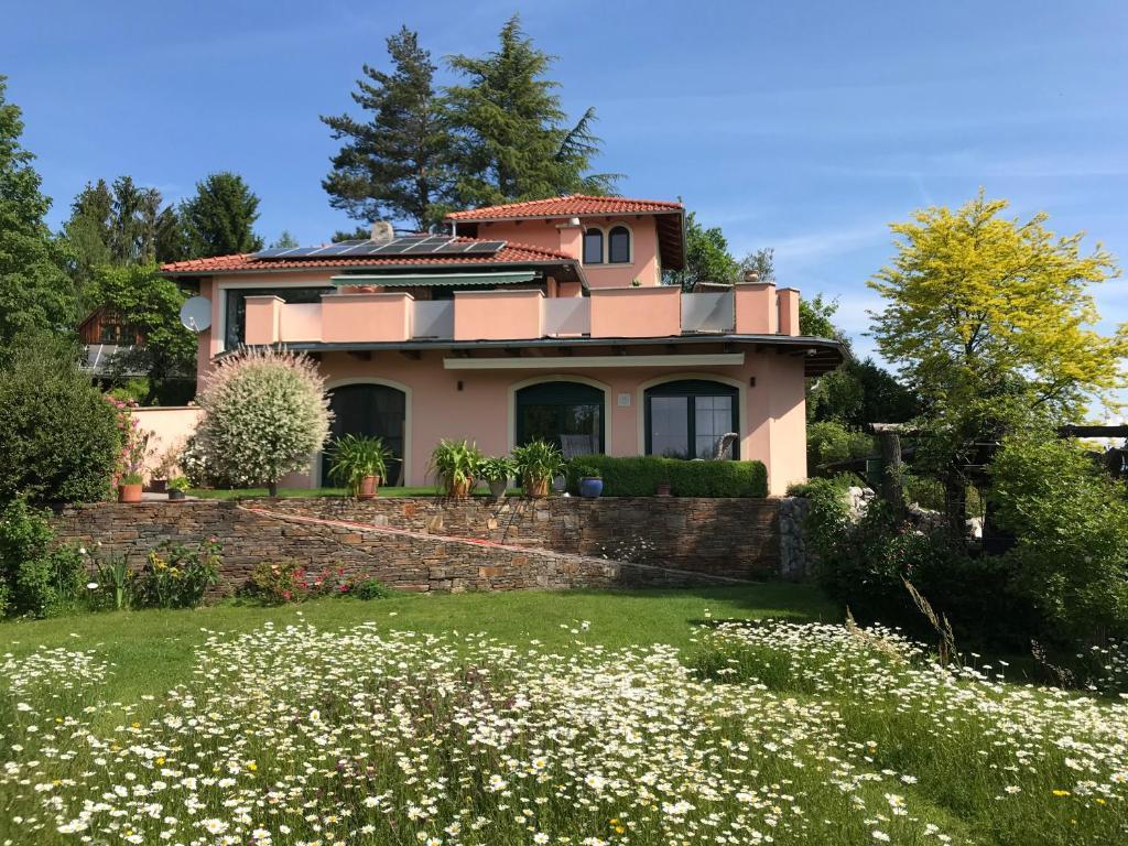 Explosiv Graz, Graz vacation rentals: Houses & more