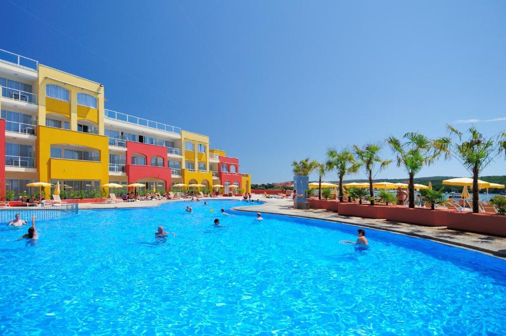 The swimming pool at or close to Resort del Mar