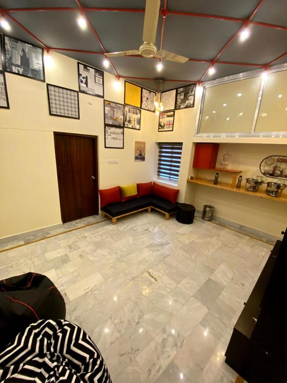 The lobby or reception area at Backpackers Den