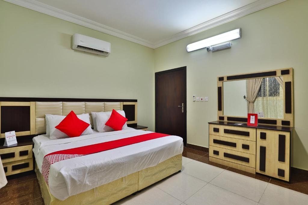 سرير أو أسرّة في غرفة في اويو 393 شروف أبها للوحدات السكنية