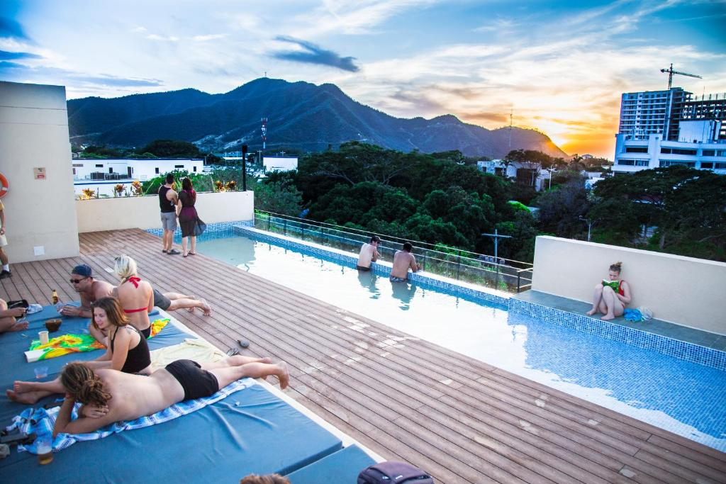 The swimming pool at or close to Viajero Hostel Santa Marta