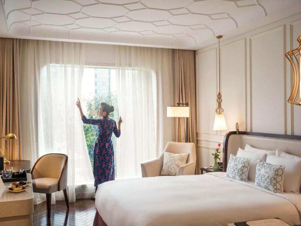 Phòng Deluxe có giường cỡ king nhìn ra cảnh thành phố