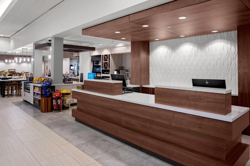 The lobby or reception area at Hilton Garden Inn Atlanta Perimeter Center