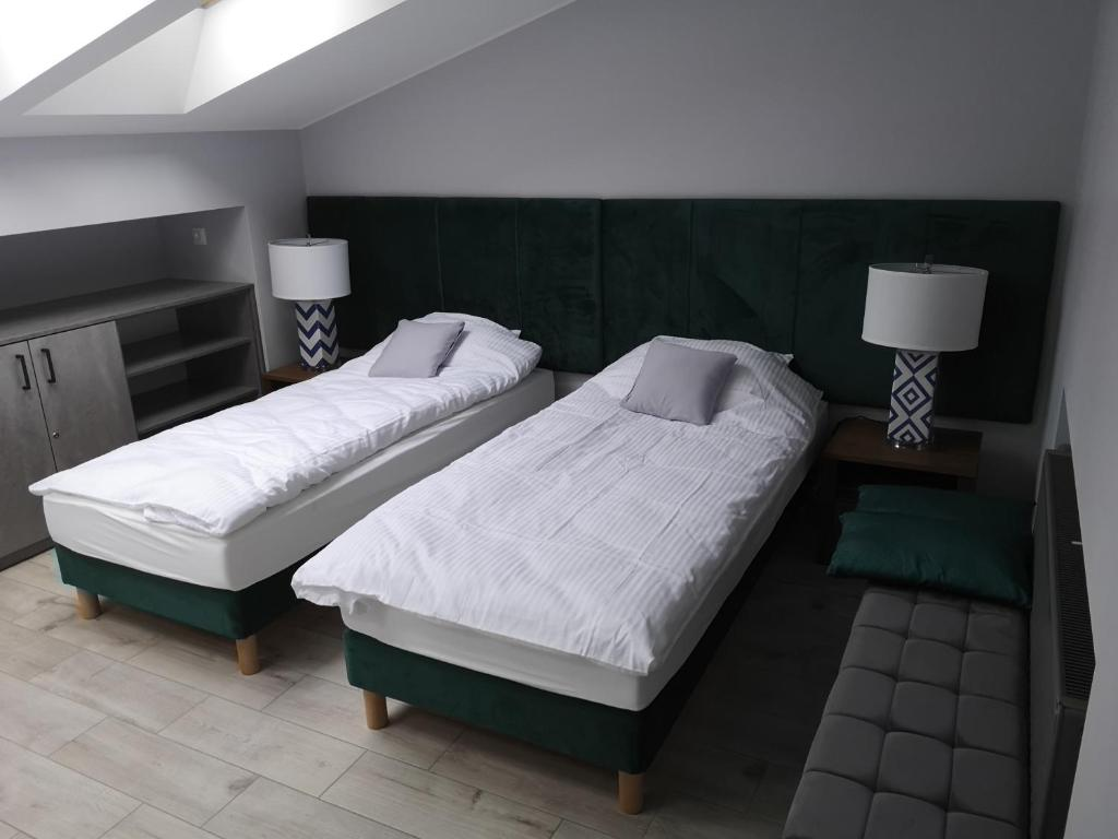A bed or beds in a room at Apartamenty Rynek