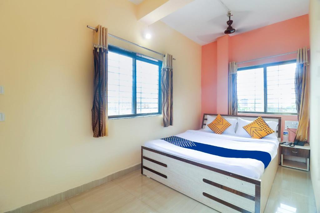 A bed or beds in a room at SPOT ON 68441 Hotel Natural Heaven