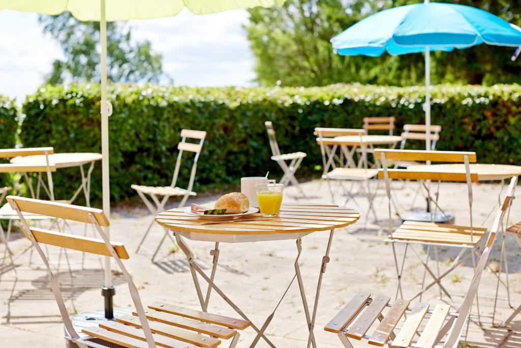 A restaurant or other place to eat at Møn Hostel & Vandrehjem