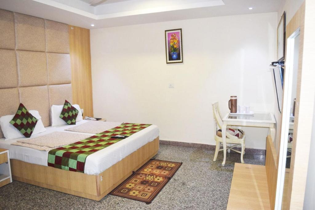 A bed or beds in a room at Airport Hotel Paramont Luxury Dream Delhi