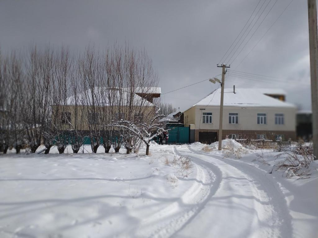 TwinHouse Karakol зимой