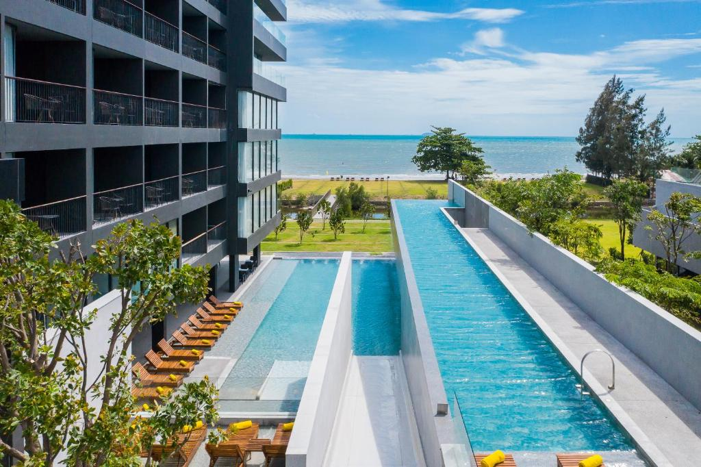 A view of the pool at Ana Anan Resort & Villas Pattaya or nearby