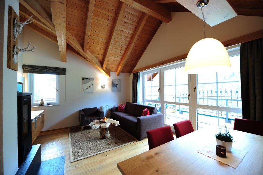 pusatxxi.com - Birgit | Ferienwohnung / Appartement in Kappl