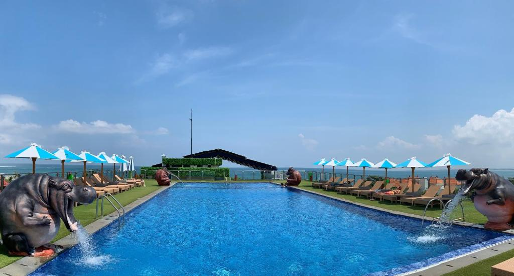 The swimming pool at or close to Sulis Beach Hotel & Spa