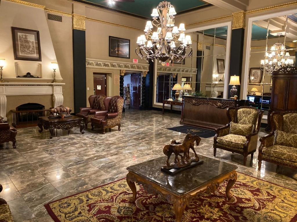 The lobby or reception area at Grant Hall Hotel
