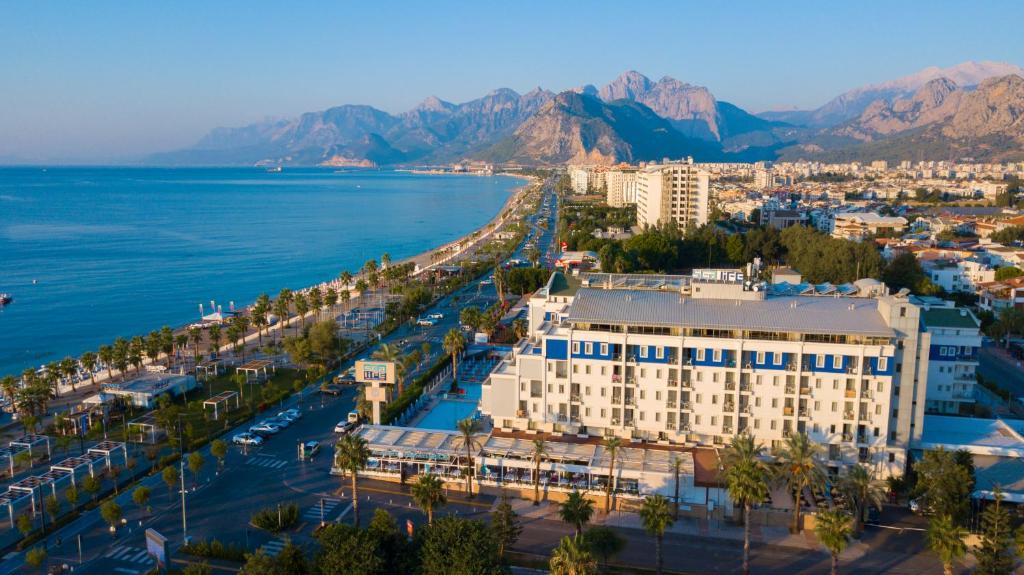 Een luchtfoto van Sealife Family Resort Hotel