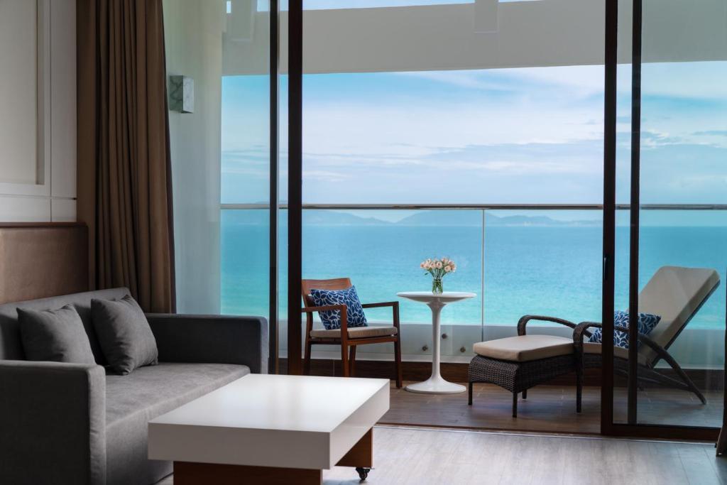 Dinh Thự Thông Nhau Có Giường Sofa Nhìn Ra Biển