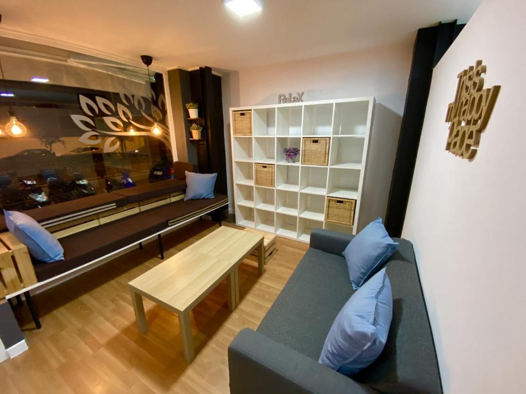 A seating area at Hostel Gym Canovas Nerja