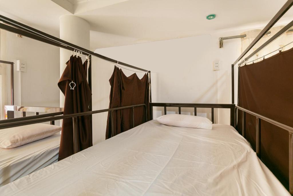 Giường Tầng Trong Phòng Ngủ Tập Thể Cho Nam Và Nữ