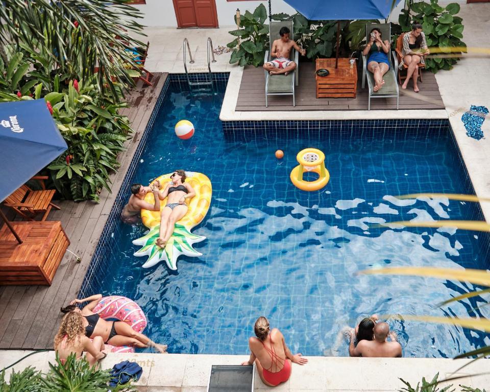 The swimming pool at or near La Vaina Hostel Cali