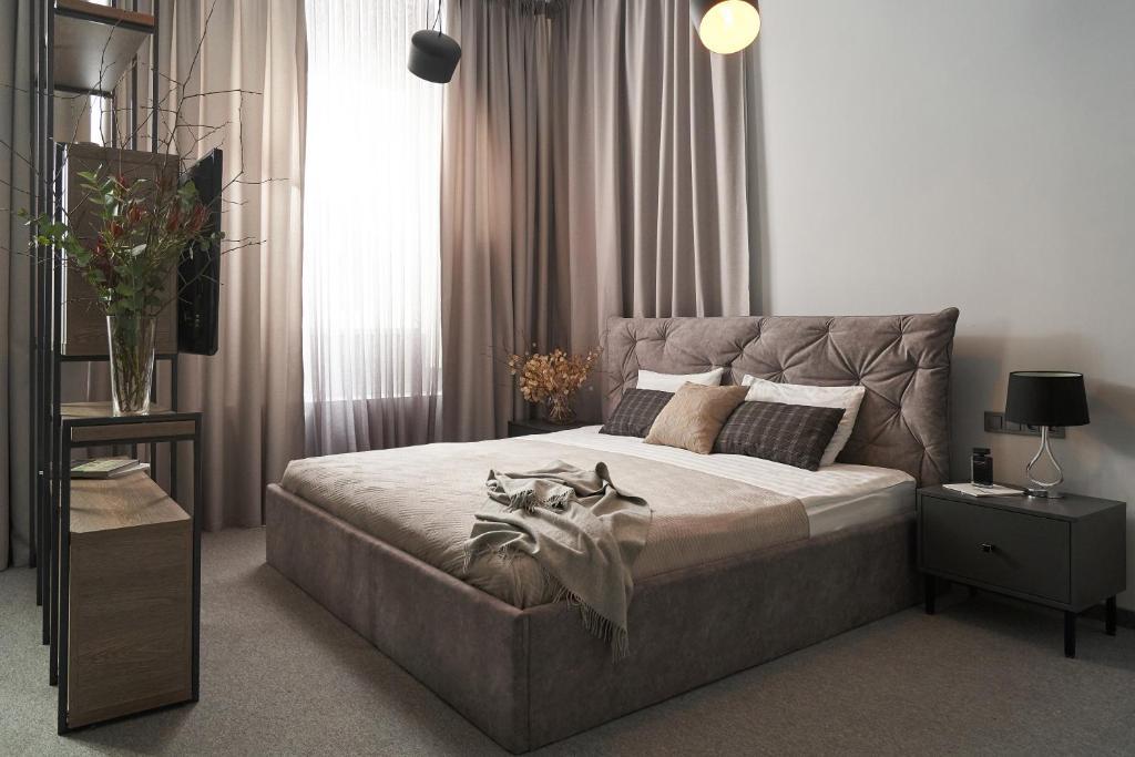 Кровать или кровати в номере Дерибас Отель