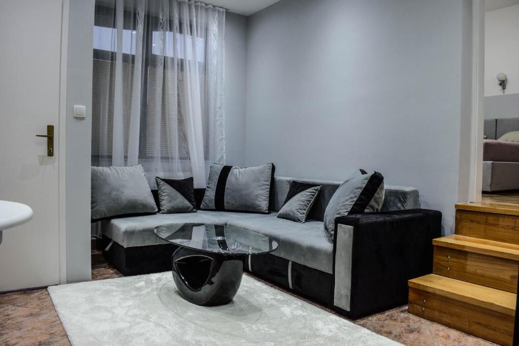 A seating area at Apartmani ELITE