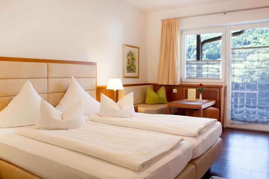 Ein Bett oder Betten in einem Zimmer der Unterkunft Gasthof Fischerstüberl