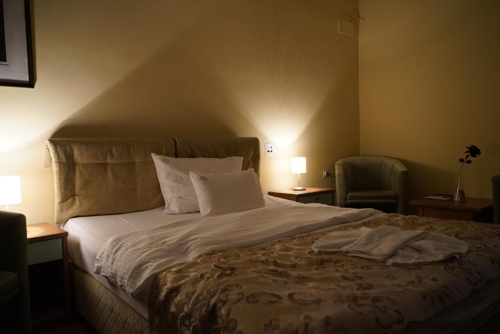 Hotel Tadz ND