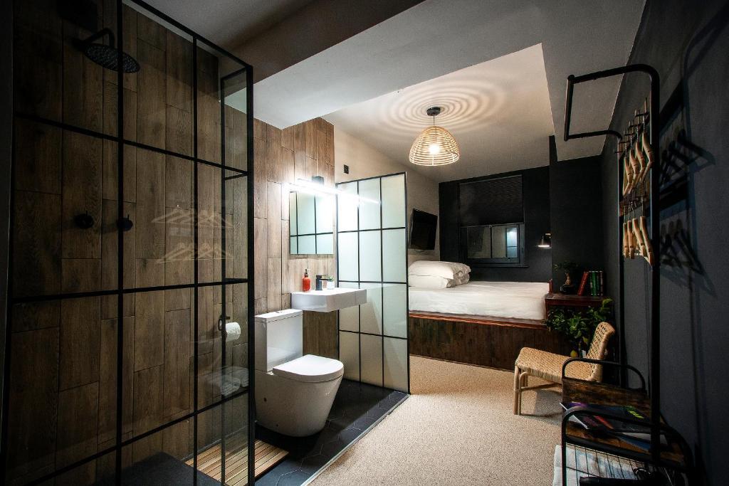 A bathroom at Black Rock Lodge