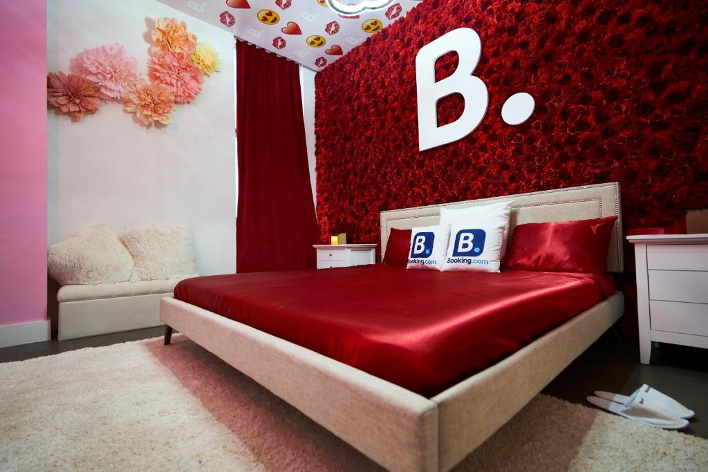 A bed or beds in a room at Resolution Suite: Recommit to Romance