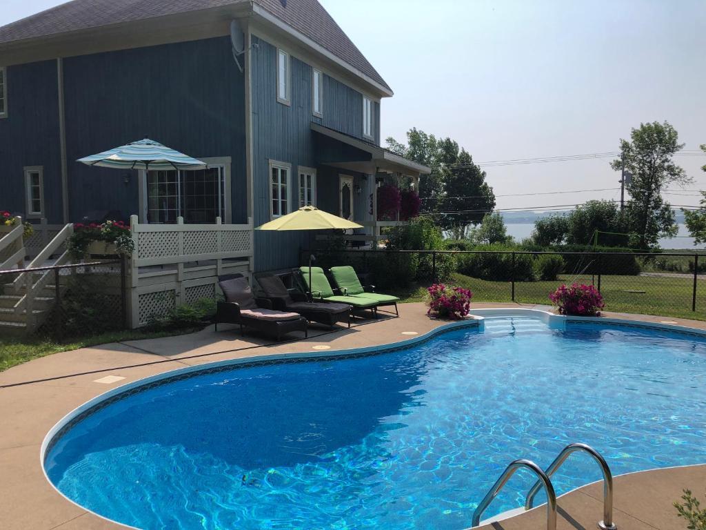 Piscines Es & Spas villa azur piscine et spa, saint-jean, canada - booking