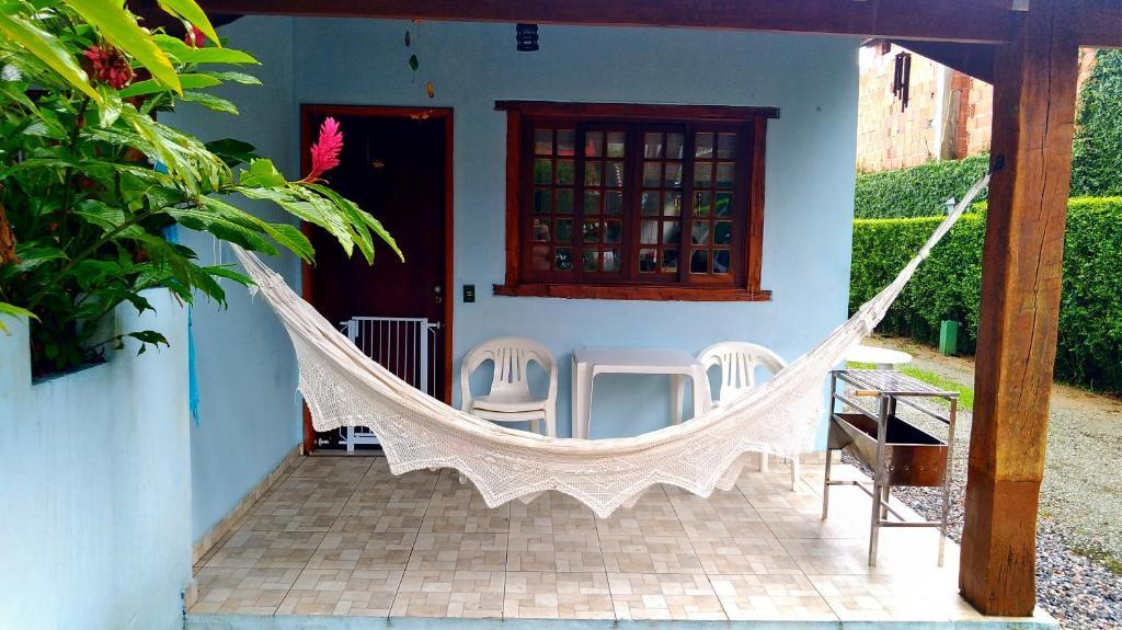 A balcony or terrace at casa em condomínio