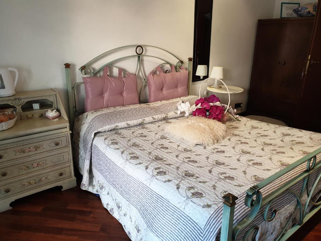 A bed or beds in a room at B&B Mary's House