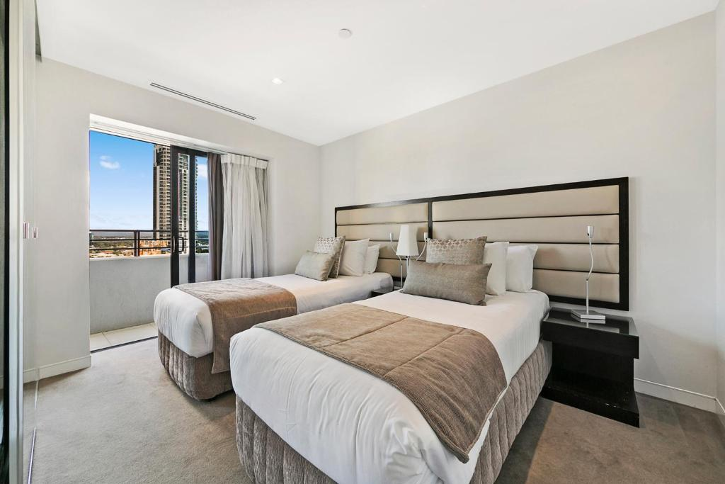 A bed or beds in a room at Soul Surfers Paradise - GCLR