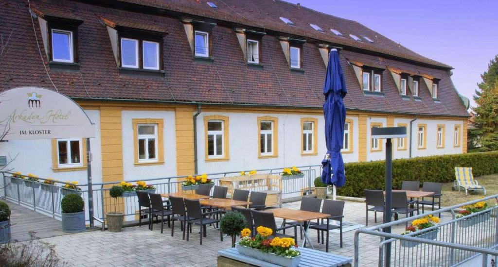 A restaurant or other place to eat at Arkadenhotel im Kloster