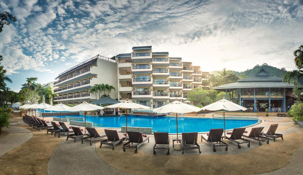 The swimming pool at or near Krabi La Playa Resort