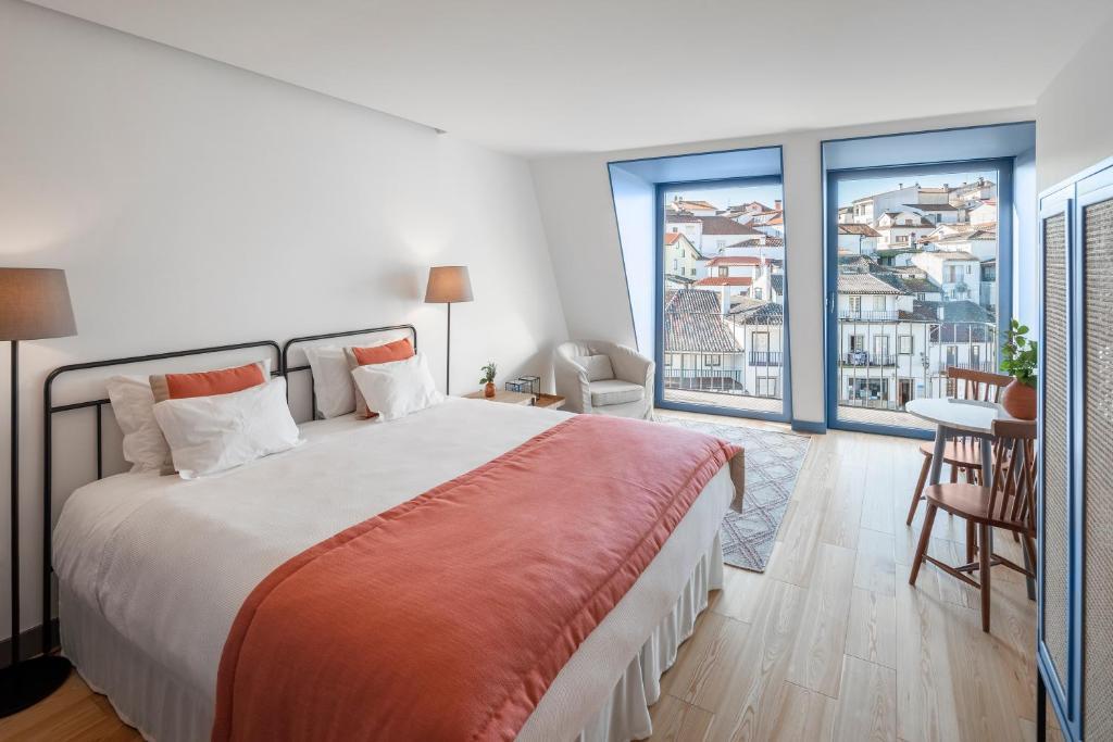 A bed or beds in a room at Casas com Estória