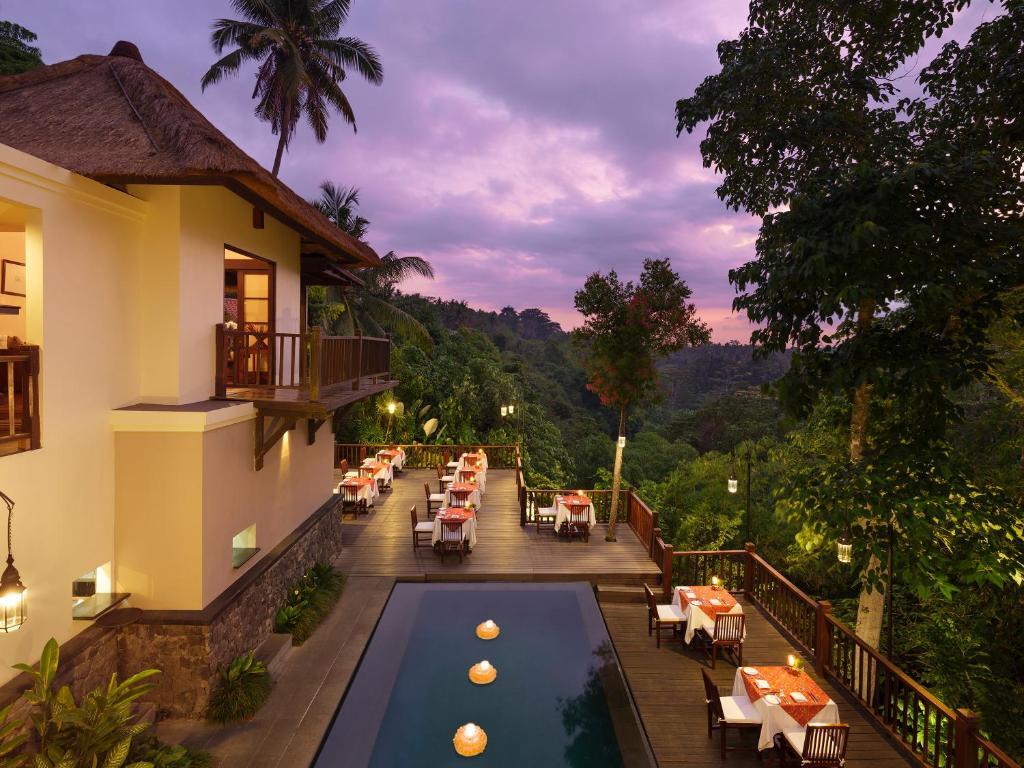 Vista sulla piscina di Kayumanis Ubud Private Villas & Spa o su una piscina nei dintorni
