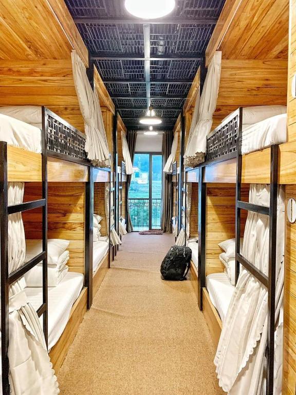 Giường Đơn Trong Phòng Nghỉ Tập Thể Cho Cả Nam Và Nữ