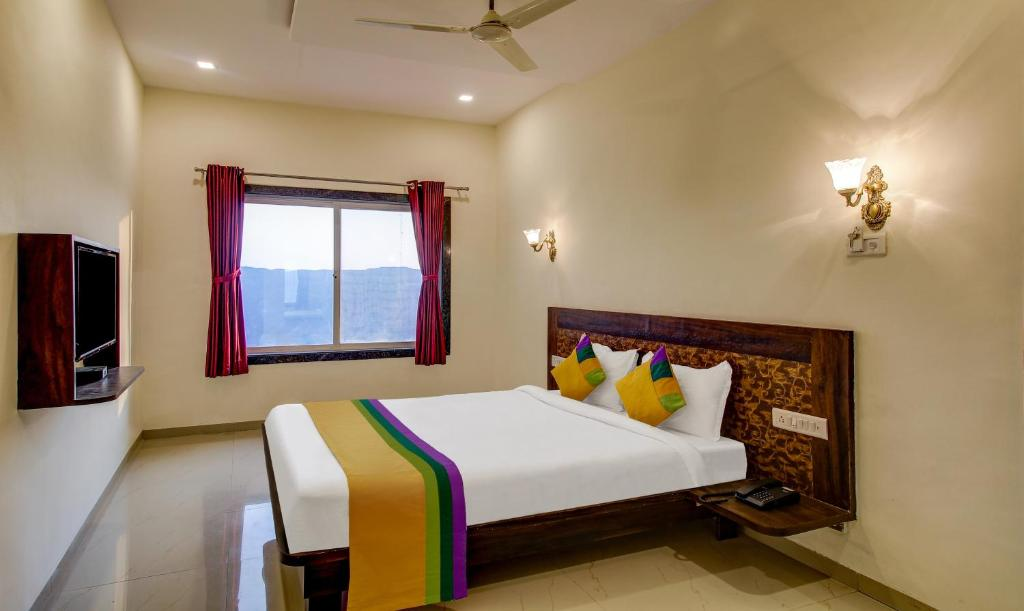 A bed or beds in a room at Treebo Trip Hotel Nisha