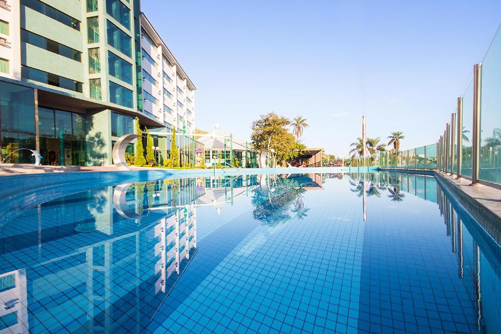 The swimming pool at or near Thermas Resort All Inclusive