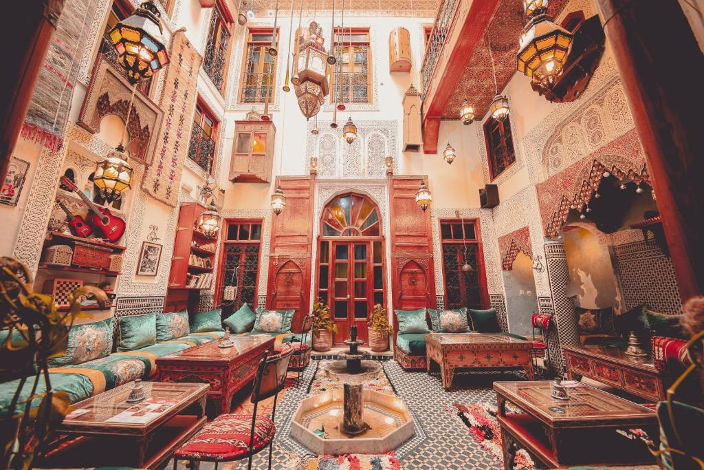 A restaurant or other place to eat at Riad Verus
