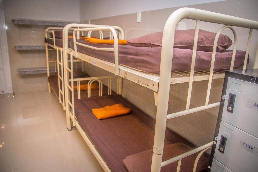 Giường trong Phòng ngủ Tập thể 8 Giường dành cho Nam & Nữ với Phòng tắm Riêng