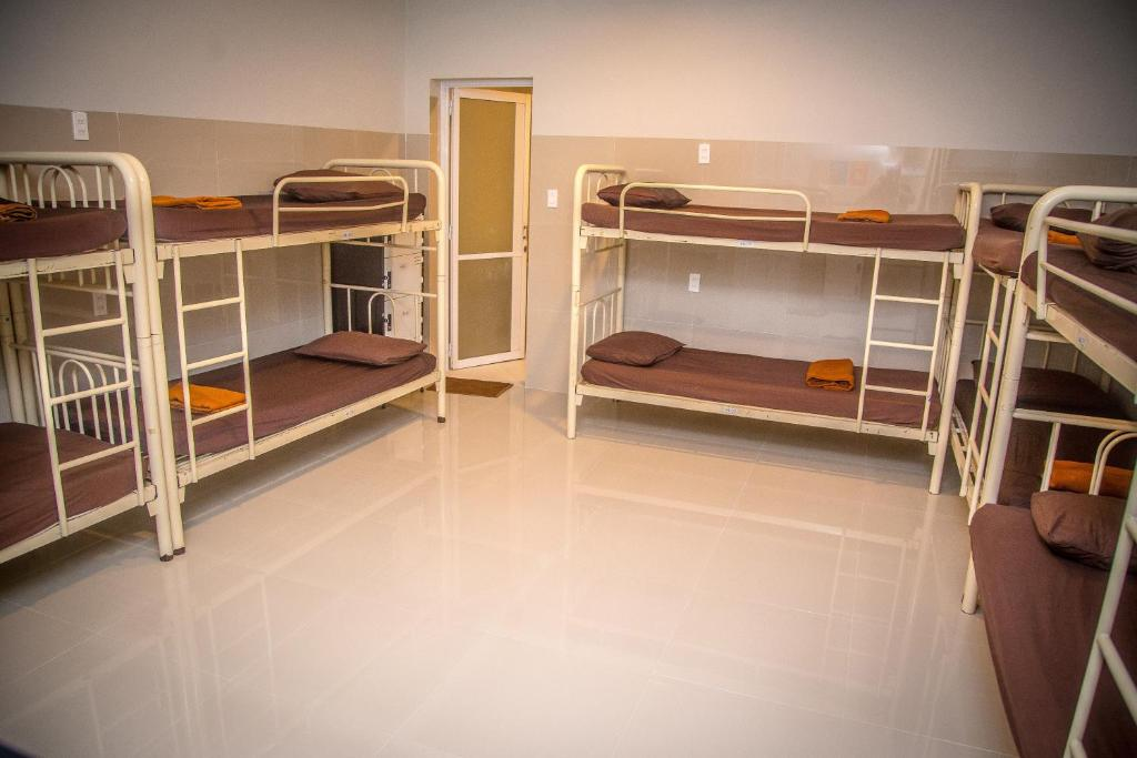 Giường Trong Phòng Ngủ Tập Thể 10 Giường Cho Cả Nam Và Nữ Với Phòng Tắm Riêng