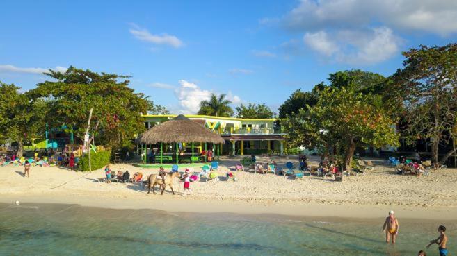 Club Verde Aqua Verde Negril - Bourbon Beach