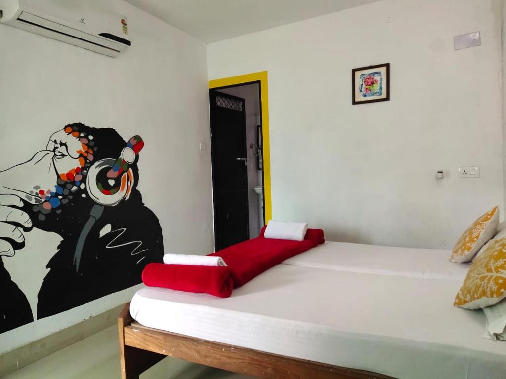 A bed or beds in a room at HosteLaVie - Varanasi