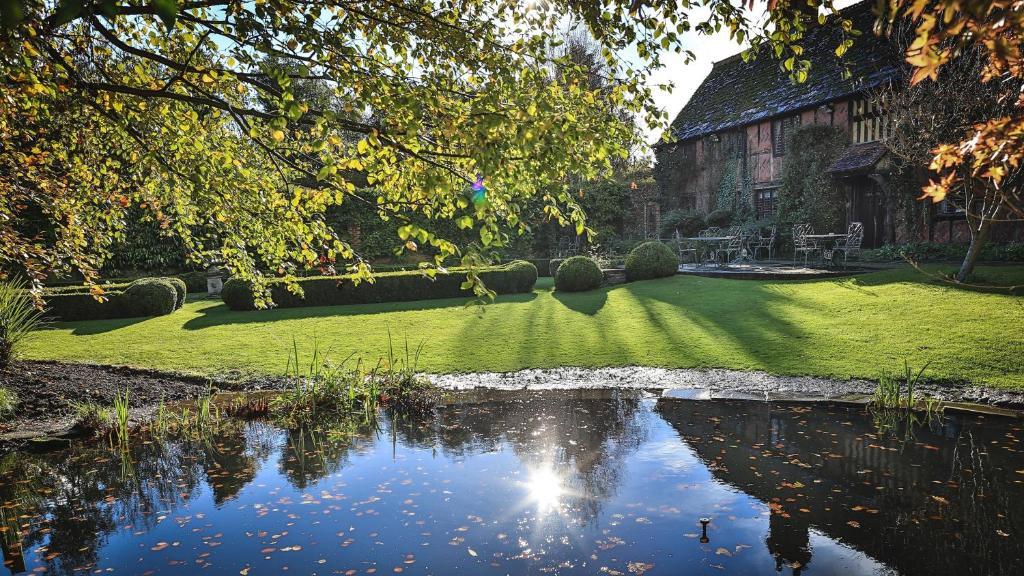 Langshott Manor - Luxury Hotel Gatwick.