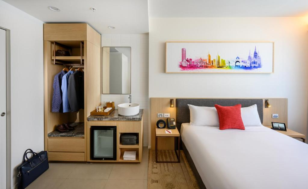 A bed or beds in a room at ibis Melbourne Central