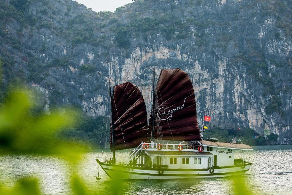 Du thuyền Legend Halong Private