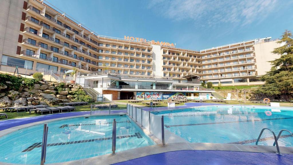 Het zwembad bij of vlak bij Hotel Samba