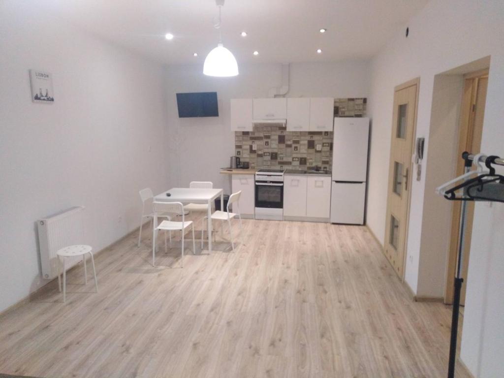 A kitchen or kitchenette at Apartament PALOMA 2
