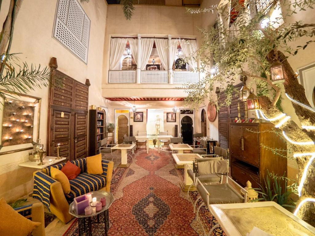 A restaurant or other place to eat at Riad Des Eaux et Spa